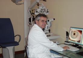 Dr. ARGUEDAS, Jefe del Servicio de Oftalmología de la Policlínica Comarcal del Vendrell.